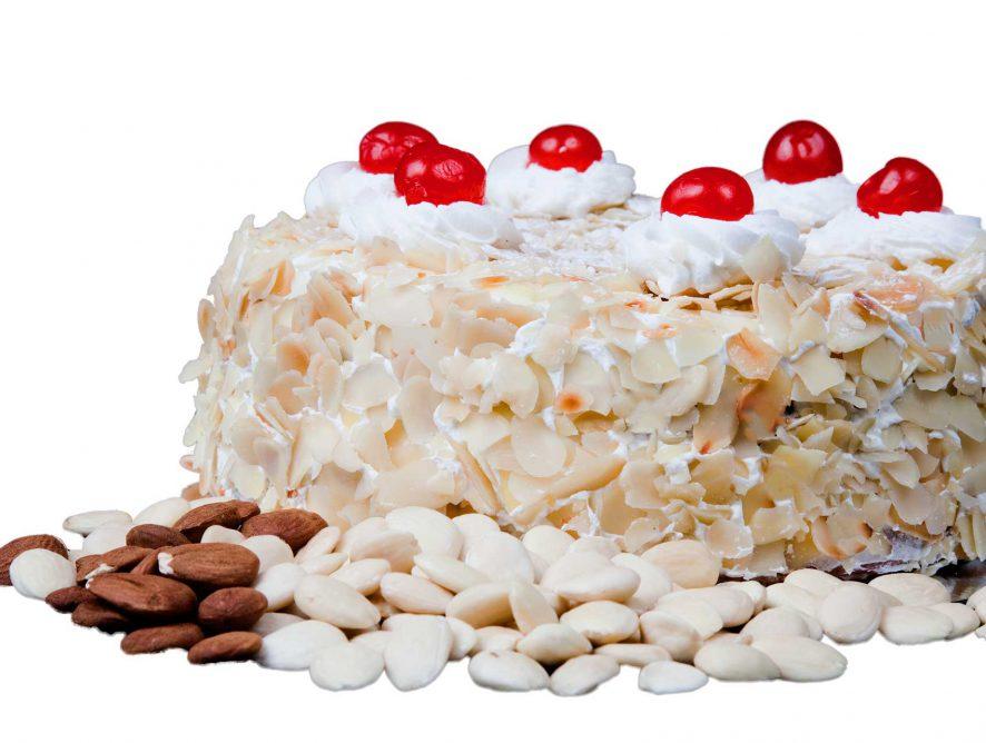 Tarta de nata y almendras